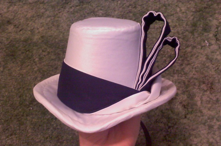 I made a fancy hat band.