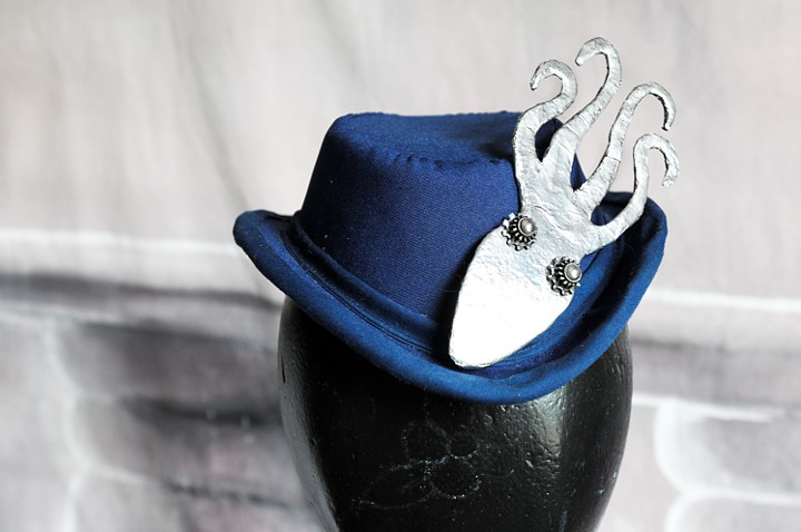 The finished hat with squid pin.