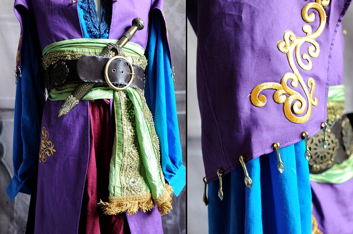 Belt and sleeve details.